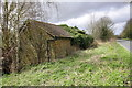 SP4934 : Barn beside the B4100 NW of Nell Bridge by Roger Templeman