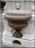 ST3049 : Granite bowl by Neil Owen