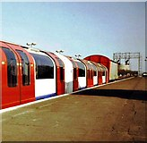 SU5290 : Brand new tube train at Didcot by nick macneill