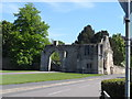 TL2985 : Ramsey Abbey gate house by Bikeboy
