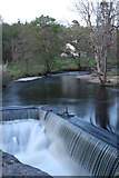 NM7047 : Weir on Rannoch River at Achranich by Peter Bond