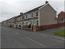 ST1599 : Pengam Road houses, Aberbargoed by Jaggery