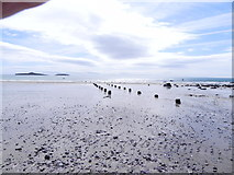 SH1726 : Beach at low tide by Ian Bradbury