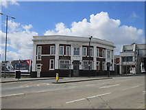 TA1029 : The former Red Lion public house at North Bridge, Hull by Ian S