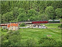 SE8394 : Train passing Kidstye Farm by Scott Robinson