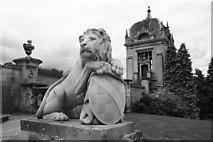 SK8932 : Lion & Gazebo by Richard Croft