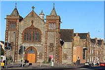 NT2774 : Holyrood Abbey Church, Edinburgh by Leslie Barrie