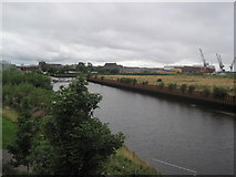 NS5566 : River Kelvin flowing towards the River Clyde by Les Hull