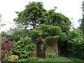 SU8403 : Rymans - gateway in gardens by Rob Farrow