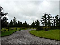 R5702 : Driveway to farmhouse by derek menzies