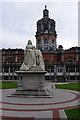 SU9970 : Queen Victoria statue, Royal Holloway by Ian Taylor