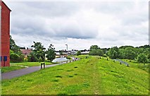 SO8277 : Looking from Alder Avenue towards the Staffs & Worcs Canal, Kidderminster by P L Chadwick