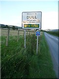 NN8048 : Dull road sign, B846 by kim traynor