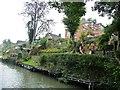 SU0161 : Canalside back garden terraces, Devizes by Christine Johnstone