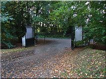 TQ0165 : Botley Park gates by Alan Hunt