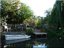 SU7172 : Back garden mooring, River Kennet by Christine Johnstone