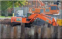 J3371 : Digger, River Lagan, Stranmillis, Belfast by Albert Bridge