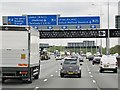 TQ0477 : Clockwise M25 at Junction 15 (Colnbrook Interchange) by David Dixon