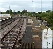 SP1955 : Barrow crossing at the northern edge of Stratford-upon-Avon railway station by Jaggery