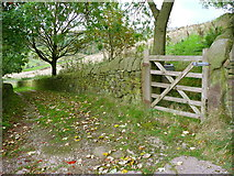 SE0023 : Gate on a branch of Hebden Royd FP106, off New Lane, FP91 by Humphrey Bolton