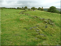 SE0023 : Curvy ruined wall crossed by Hebden Royd FP106 by Humphrey Bolton