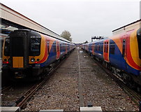 SU6400 : Between platforms at Portsmouth & Southsea railway station by Jaggery