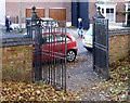 SK6211 : Churchyard gates, Syston by Alan Murray-Rust