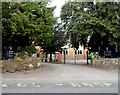 ST2125 : An entrance to Taunton Preparatory School by Jaggery
