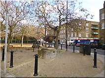 TQ3680 : Limehouse, Herring Gull by Mike Faherty