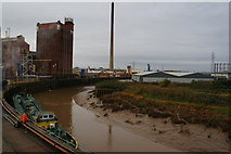 TA1031 : The River Hull at Stoneferry, Hull by Ian S