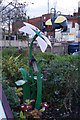 TA1180 : The Doctor's Bed Bird Feeder, Filey by Ian S