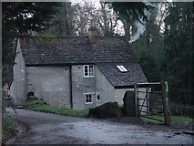 ST8992 : Tanyard Cottage Tetbury by Paul Best