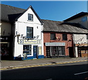 SO3014 : The Pot and Pineapple in Abergavenny by Jaggery