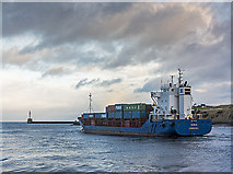 NJ9505 : Daroja departing from Aberdeen Harbour by William Starkey