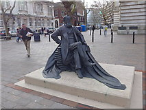 SU6400 : Statue of Charles Dickens in Guildhall Square by Basher Eyre