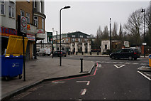 TQ3386 : The Capital Ring at Stamford Hill by Ian S