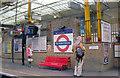 TQ3181 : Farringdon Station: southbound Thameslink platform, 2007 by Ben Brooksbank