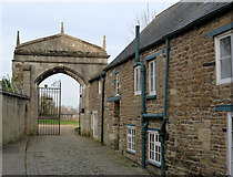 SK8608 : Passageway and gateway to Oakham Castle by Alan Murray-Rust