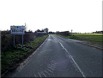 TM3592 : Entering Broome on Yarmouth Road by Adrian Cable