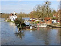 SU5980 : Water in the Lock by Bill Nicholls