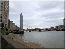 TQ3078 : River Thames near Vauxhall Bridge by Paul Gillett