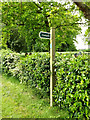 TM1577 : Footpath sign by Adrian Cable