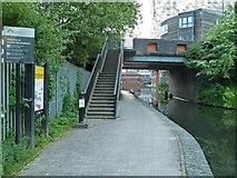 SP0686 : Worcester & Birmingham Canal - Bridge No. 88 by Chris Allen