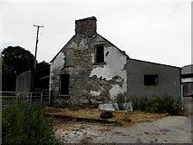 H4174 : Vacant farmhouse,Mullagharn by Kenneth  Allen