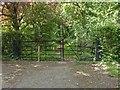 SU8179 : Gate on the footpath by Alan Hunt