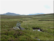 SH7741 : Cairn on a small hill above the Serw-Derbyniad confluence by Richard Law