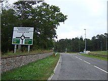 NJ3558 : Approaching Fochabers East Roundabout by JThomas
