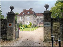 SU4828 : Winchester, Entrance to the Bishop's Palace by David Dixon