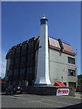 NJ9505 : Leading Light on Sinclair Road by JThomas