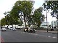 TQ2777 : Vintage Car on Chelsea Embankment by PAUL FARMER